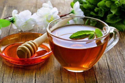 Dùng trà và mật ong trị viêm họng cho bà bầu