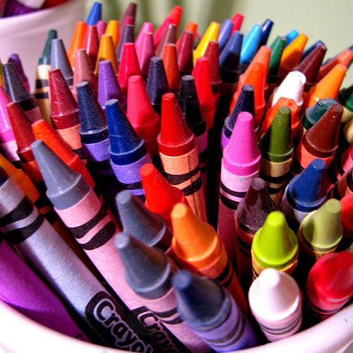 Bút sáp màu cho bé