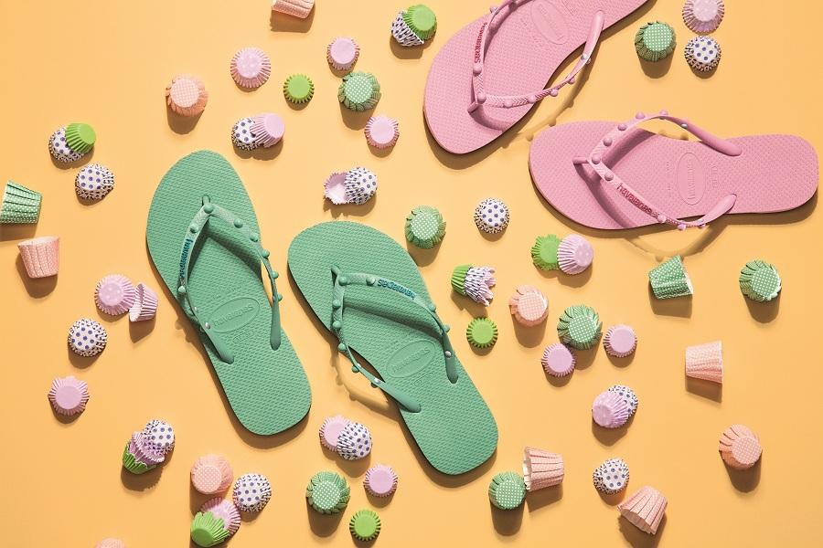 Sandal xỏ ngón dáng quai hậu hay dáng dép lê đều phù hợp cho cô nàng có đôi bàn chân đầy đặn
