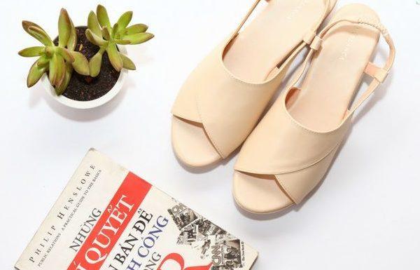 Chọn sandal đẹp phù hợp với dáng bàn chân