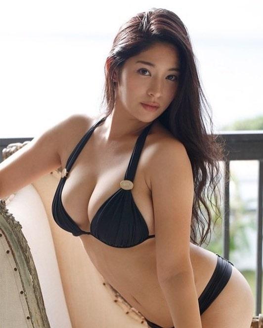 Suzumiya Kotone có bầu ngực to chắc, vòng 3 đầy đặn quyến rũ