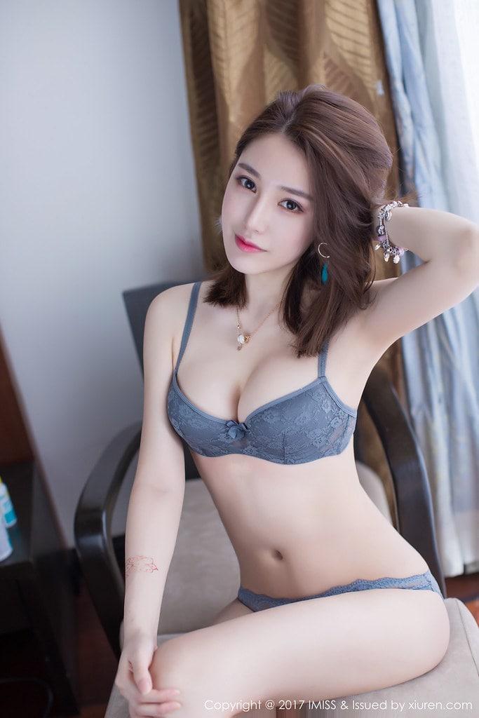 """Emiri Suzuhara """"thiên thần phim khiêu dâm"""" của Nhật Bản"""