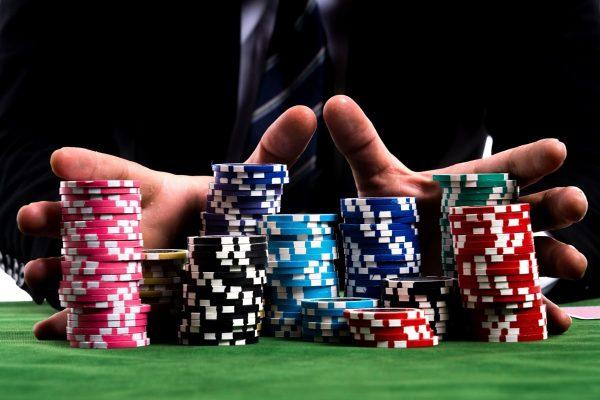 Nắm rõ luật chơi poker giúp bạn thu về khoản tiền khổng lồ